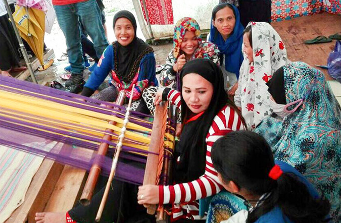 At the Sinagtala Weavers Association in Balo-i, 12 women displaced by the Marawi battle are being trained in traditional weaving techniques to produce textiles for income generation, and to build their sense of cultural identity in the aftermath of the siege. Photo: UN Women