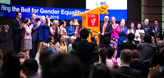 The Stock Exchange of Thailand (SET) signals its commitment to further promote business practices that give women greater equality and leadership in listed companies. Photo: UN Women/Pathuumporn Thongking