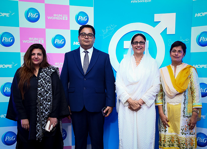 Faria Salman, Head of Communications, Strategic Management & Partnerships Unit  UN Women; Sami Ahmed, Vice President P&G Pakistan; Senator Khush Bakht Shujat; Dr. Mubina Agboatwalla, Chairperson Hope. Photo: P&G Pakistan
