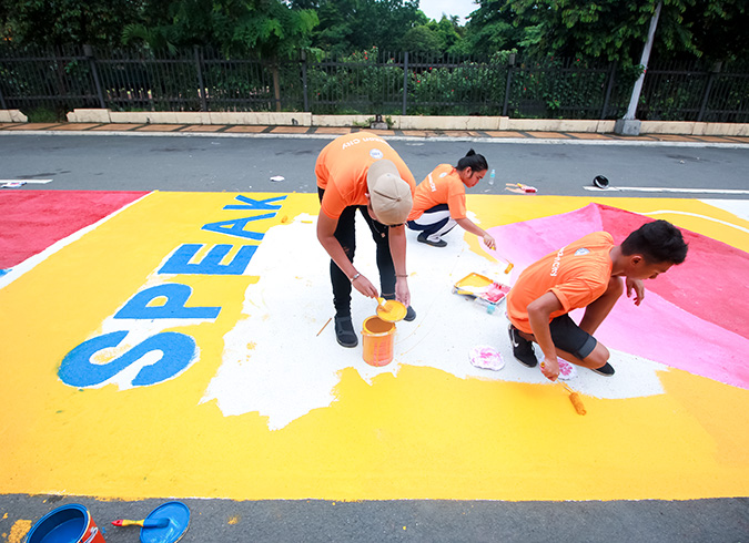"""High school students in the Philippines paint """"roads to safety for women and girls"""""""