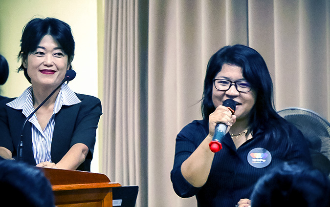 Prof. Kasumi Nakagawa, left, with her interprerter, introduces the LOVEISDIVERSITY team to her students in Gender Studies at Pannasastra University of Cambodia on 8 June. Photo: UN Women/Sreynich Leng