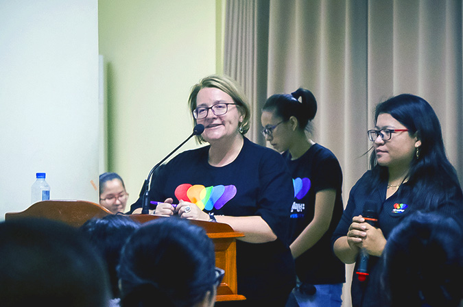 Sarah Knibbs of UN Women gives welcome remarks at the LOVEISDIVERSITY media platform launch at Pannasastra University of Cambodia on 8 June. Photo: UN Women/Sreynich Leng