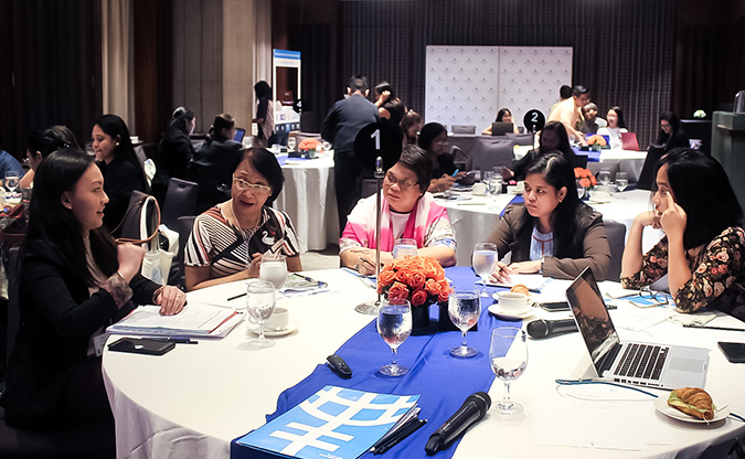 Officials of the governments of Caloocan, Malabon, Navotas and Valenzuela cities of Metro Manila discuss at the forum on 12 July how they can make the cities safe for women and girls. Photo: UN Women/Minjeong Ham