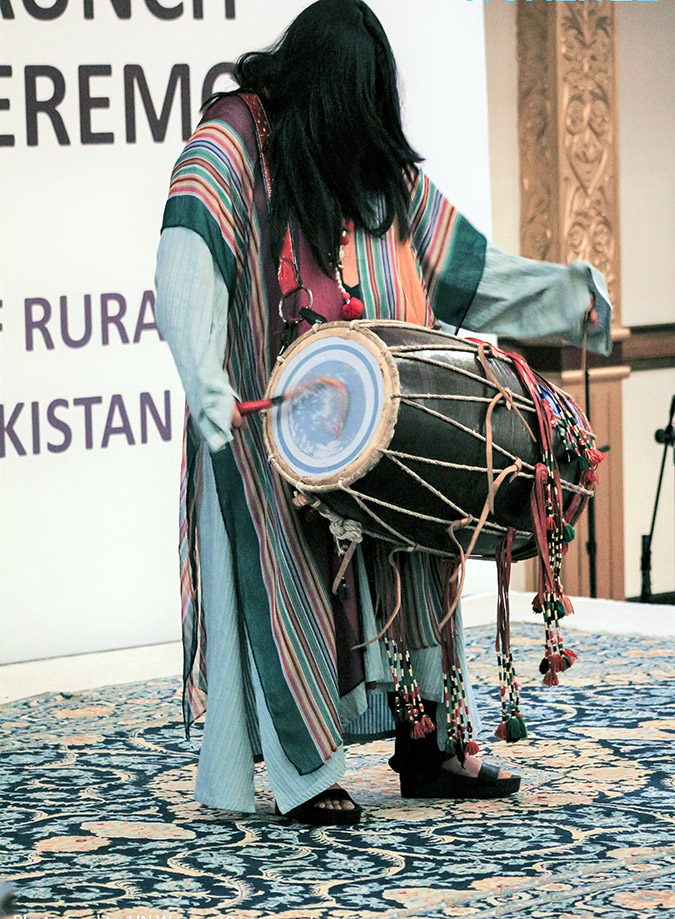 A dhol (drum) player performs at the 19 July launch event, to promote rural art and culture. Photo: UN Women/Raza Saeed