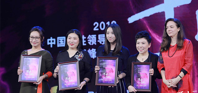 Holding awards for their speeches at the 6 March event are, From left: Liu Tianchi, Professor of Performing Arts at the Central Academy of Drama; Long Yu, Jing Dong Group Chief Human Resources Officer and General Counsel; Chen Anni, CEO of Kuai Kan Comics Corporation; and former table tennis world champion Deng Yaping; along with Julie Broussard, UN Women China Country Program Manager. Photo: UN Women