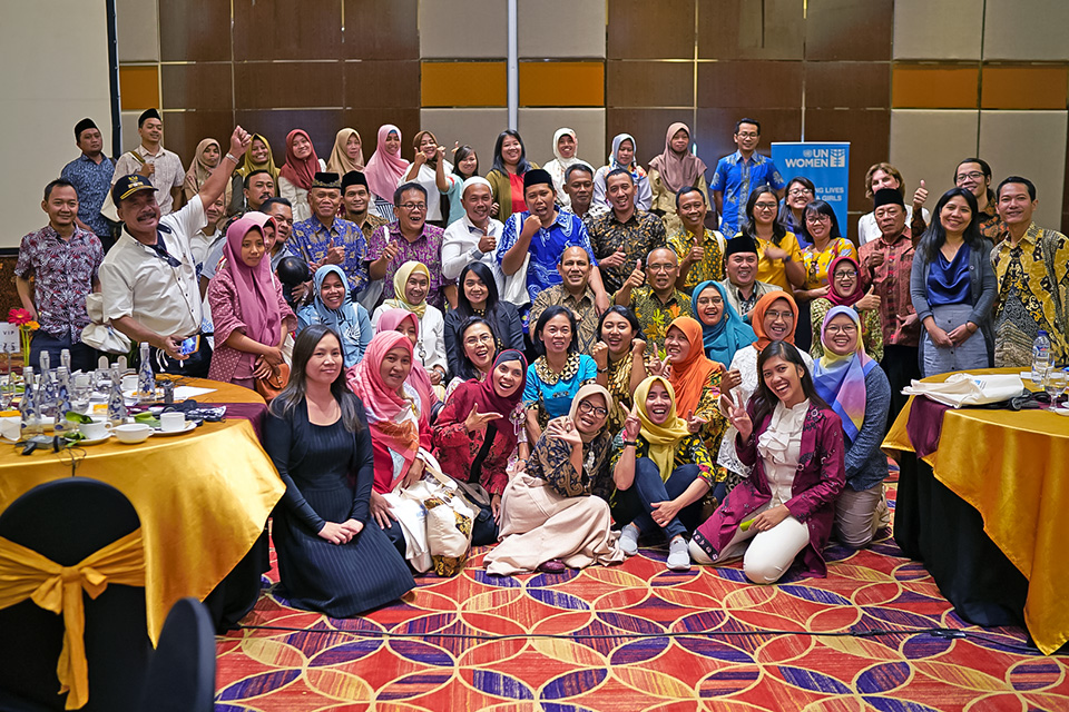 The workshop hosted individuals from all reaches of Java Island, posing here for a group photo. What started as a movement within women's groups now has the support of entire communities. Photo: UN Women/Eric Gourlan