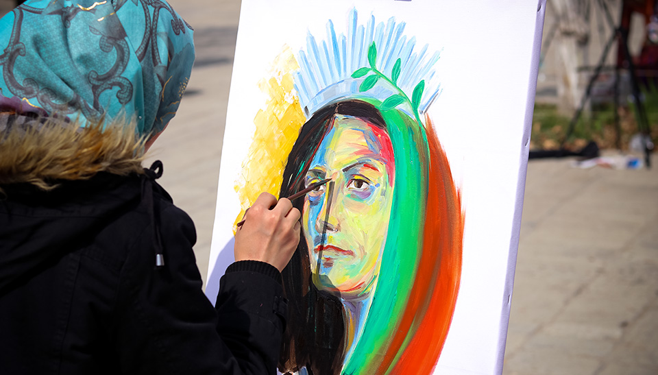 Artists from across Afghanistan celebrated International Women's Day through a painting Festival in Kabul. Photo: UN Women/Nangyalai Nangyal