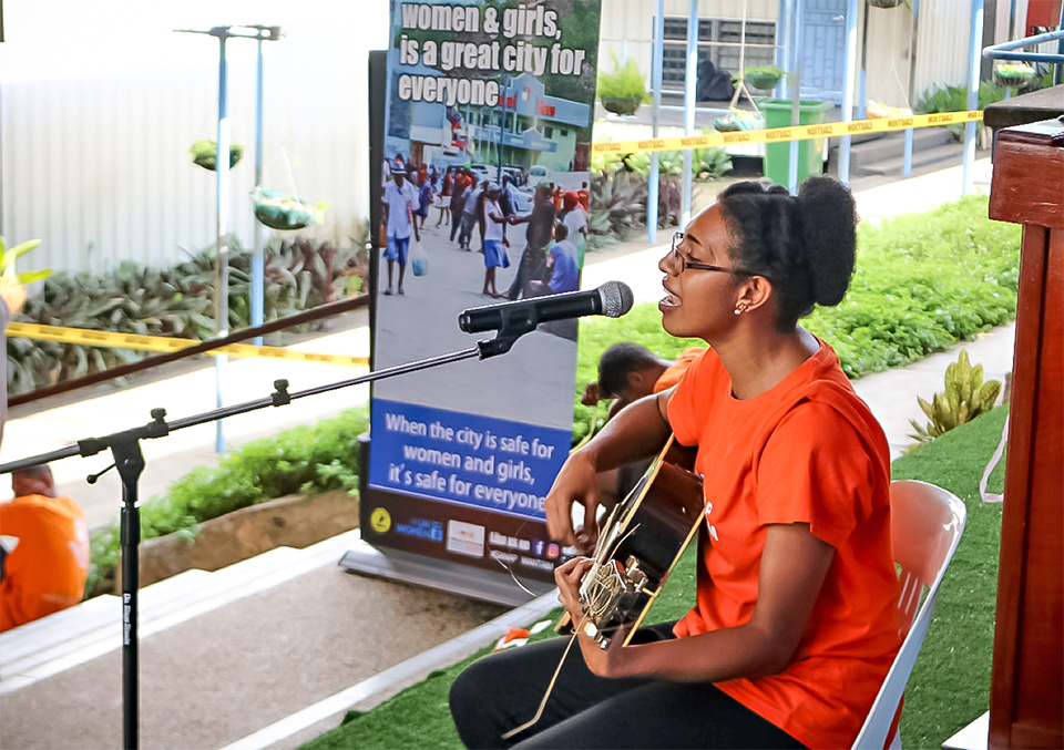 Jobecca Watinga singing the 'My Dream 'song during the launching at Marianville Secondary school, Port Moresby, PNG. Photo: UN Women.