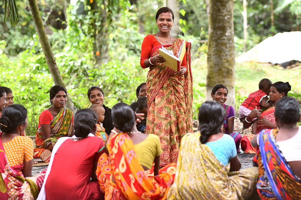 Malti Tudu speaking about the women rights awareness to village women during a meeting at Simalbari village in Kishanganj Tehsil of Kishanganj district in Bihar, India. Photo: UN Women/Biju Boro