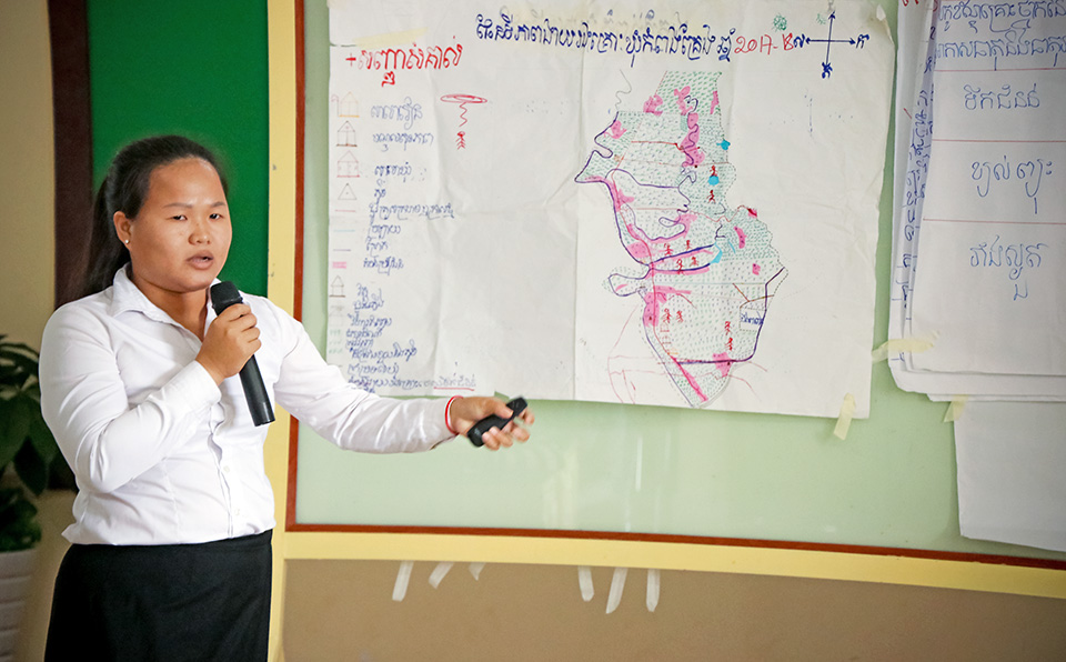 Women's group member Eng Lyhouy shows areas vulnerable to climate change in Kompong Kreng Commune in Kompot Province. She was addressing local authorities in a 19 October meeting in Kompot. Photo: UN Women/Sreynich Leng