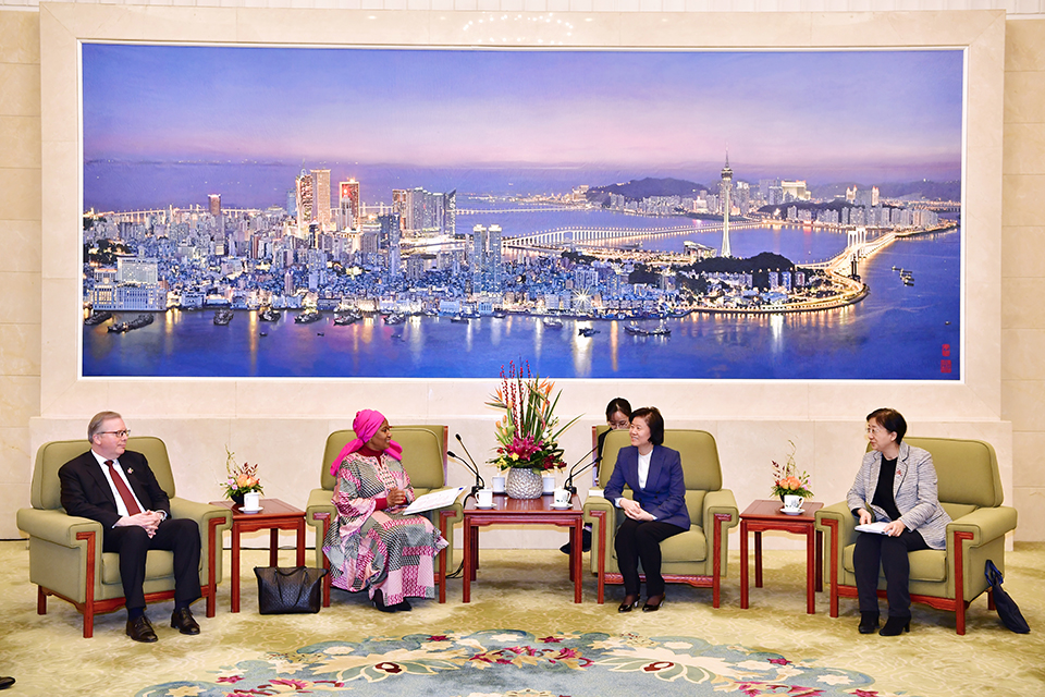 UN Women Executive Director Phumzile Mlambo-Ngcuka in conversation with President  of the All China Women's Federation, Shen Yueyue. Photo: UN Women/Tian Liming