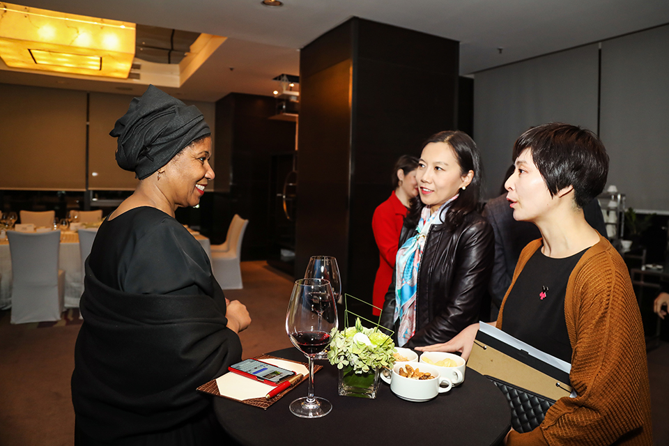 UN Women Executive Director Phumzile Mlambo-Ngcuka with private sector representatives. Photo: UN Women/Tian Liming