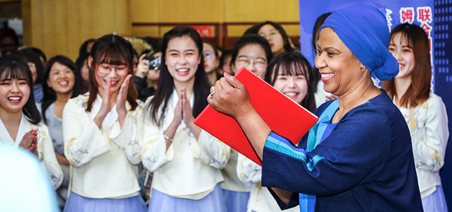 UN Women Executive Director Phumzile Mlambo-Ngcuka with students of China Women's University. Photo: UN Women/Tian Liming