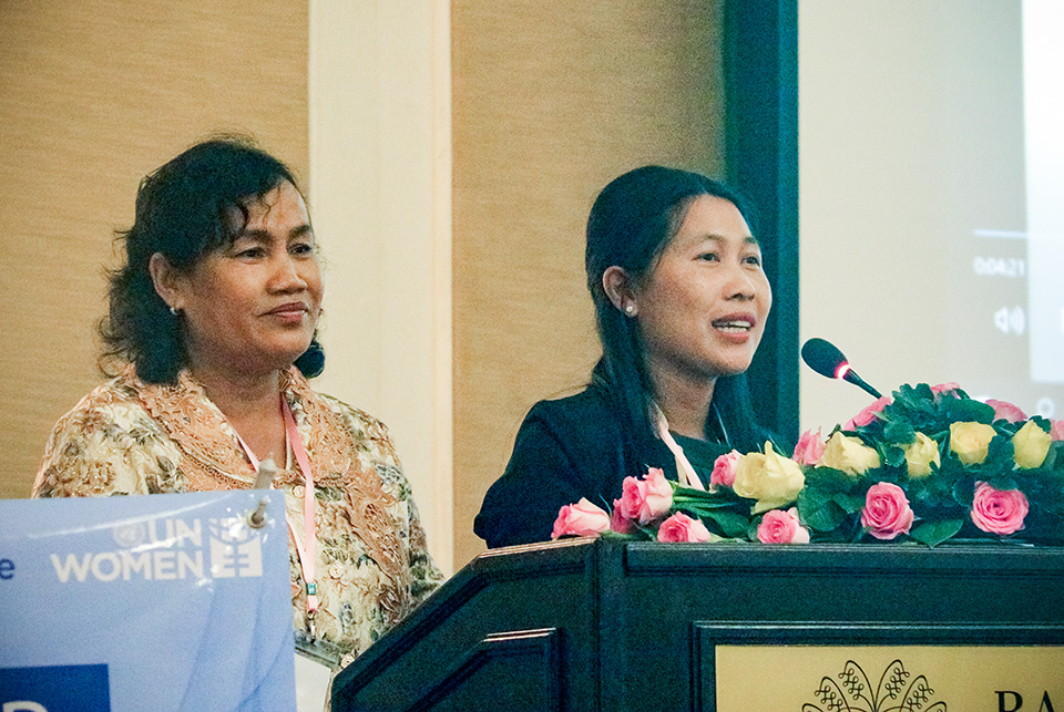 At the 29 August meeting, Noeu Siphon, left, and Hang Samoeun speak out about the needs of their communities and women's experiences with climate change. Photo: UN Women/Sreynich Leng