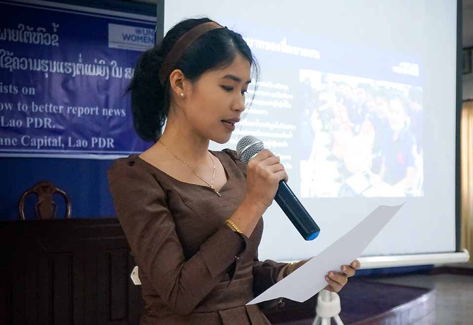 Sounita Phimmasone, a news anchor from Lao National Television, shares what she learned in the journalism training on 14 November. Photo: UN Women/Yerang Kim