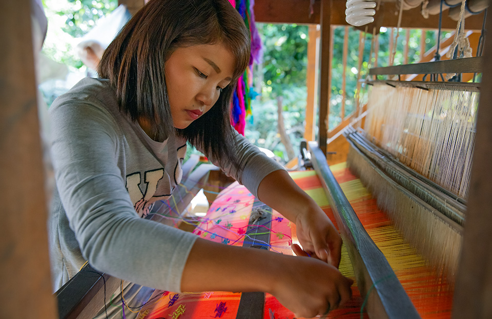 In Zee Lum Ward, Myitkyina, 27-year-old Ja Doi Lahpai—who was exploited in a mobile phone factory in China—has since learned how to weave, start a business and handle marketing and financial management. Photo: UN Women/Stuart Mannion