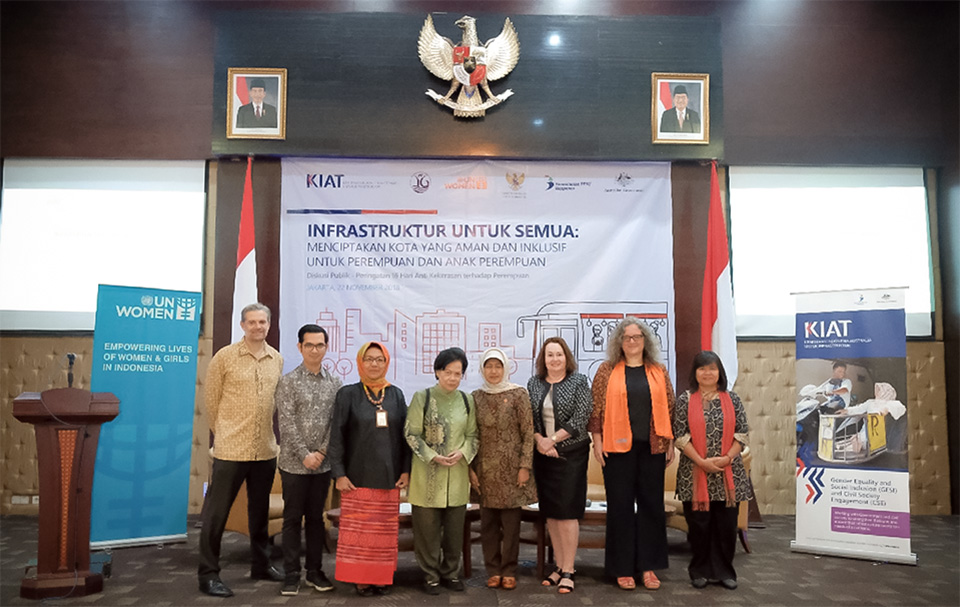 (Left to right) Steven Barraclough, Minister Counsellor, DFAT; Iriantoni Almuna, Programme Officer for UN Women Indonesia; Ir. Baby Setiawati Dipokusumo, M.Si, Ministry of Public Works and People's Housing; Erna Witoelar, Co-Founder of Partnership-ID;  iti Ruhaini Dzuhayatin, Special Staff to the President of the Republic of Indonesia;  Jan Edwards, KIAT; Sabine Machl, UN Women Representative in Indonesia and Liaison to ASEAN; and Yuniyanti Chuzaifah, Vice Chair of the National Commission on Violence against Women. Photo: UN Women/Aloke Pictures