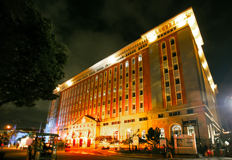 The Palacio del Gobernador is lit in orange on 24 November, joining landmarks around the world that held similar ceremonies to amplify the call #HearMeToo. Photo: UN Women/Norman Gorecho