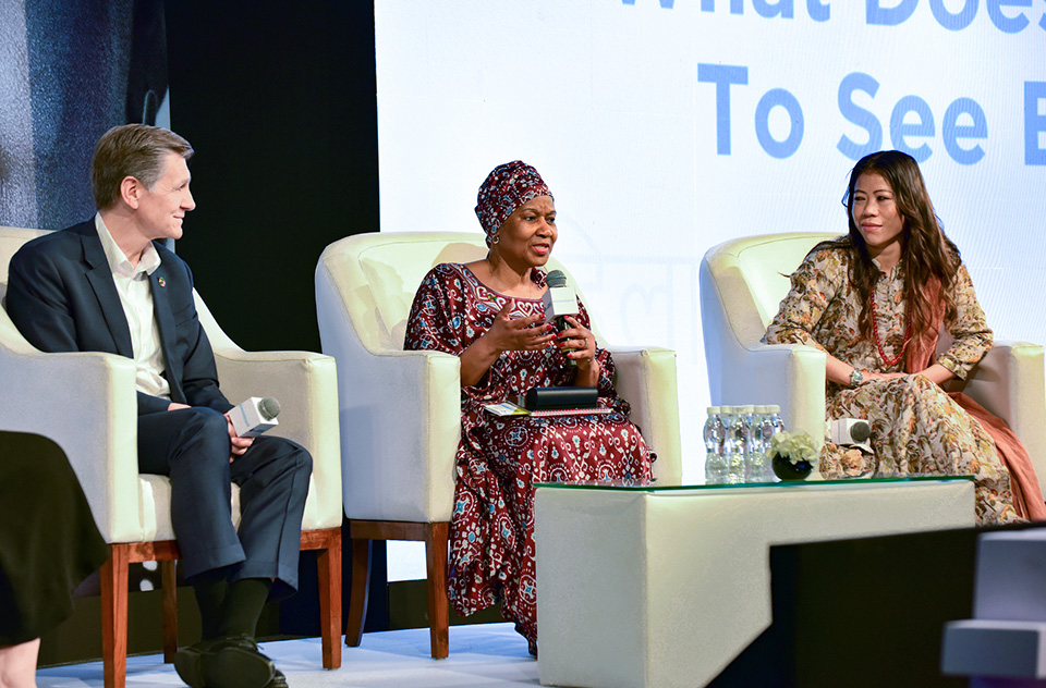 UN Women Executive Director, Phumzile Mlambo-Ngcuka, P&G Chief Brand Officer, Marc Pritchard, and Indian Olympic Boxer and 6 time World Amateur Boxing champion, Mary Kom, in a discussion during a panel on 'What does it take to see equal?' at the #WeSeeEqual Summit, co-hosted by P&G and UN Women in Mumbai. Photo: UN Women/Sarabjeet Dhillon
