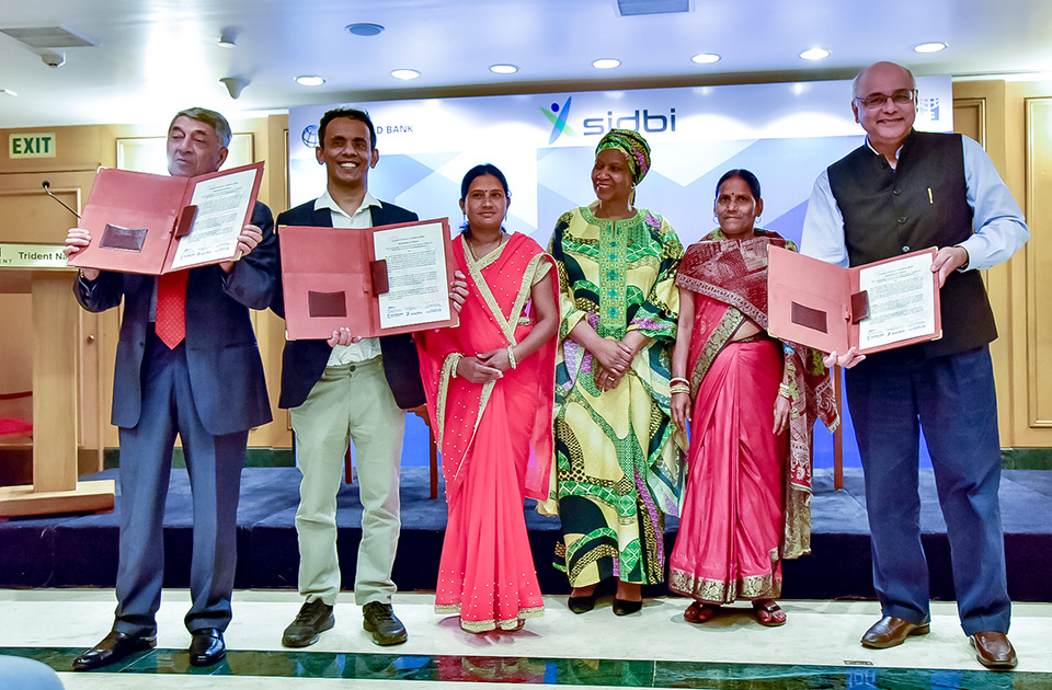 Representatives from the Small Industries Development Bank of India, World Bank of India, and UN Women India's Business Sector Advisory Council signed the Declaration of Interest to float the Women's Livelihood Bond, aimed at helping India's rural women to achieve their economic rights. Photo: UN Women/Sarabjeet Dhillon