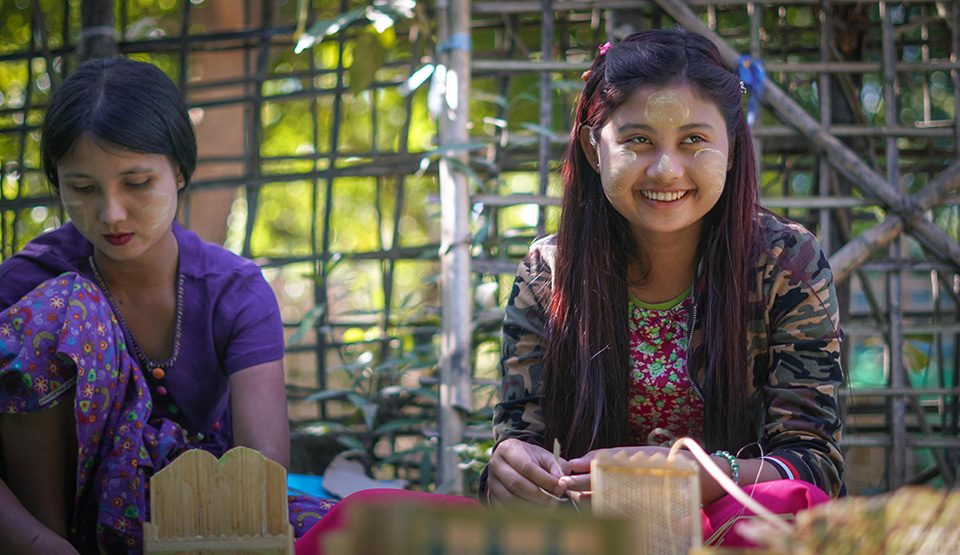 Aye Yu Nwe, 17, is a beneficiary of the Myanmar Artisan Toolkit training. She specialises in bamboo artistry and comes from Ponnagyun Township in Rakhine State. Photo: UN Women/Salai Hsan Myat Htoo