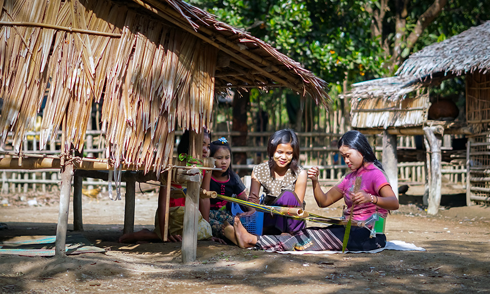 Kyar Zan Phyu (right) practices the back-strap loom weaving skills she learnt through UN Women implementing partner, CERA in late 2018. Photo: UN Women/Salai Hsan Myat Htoo
