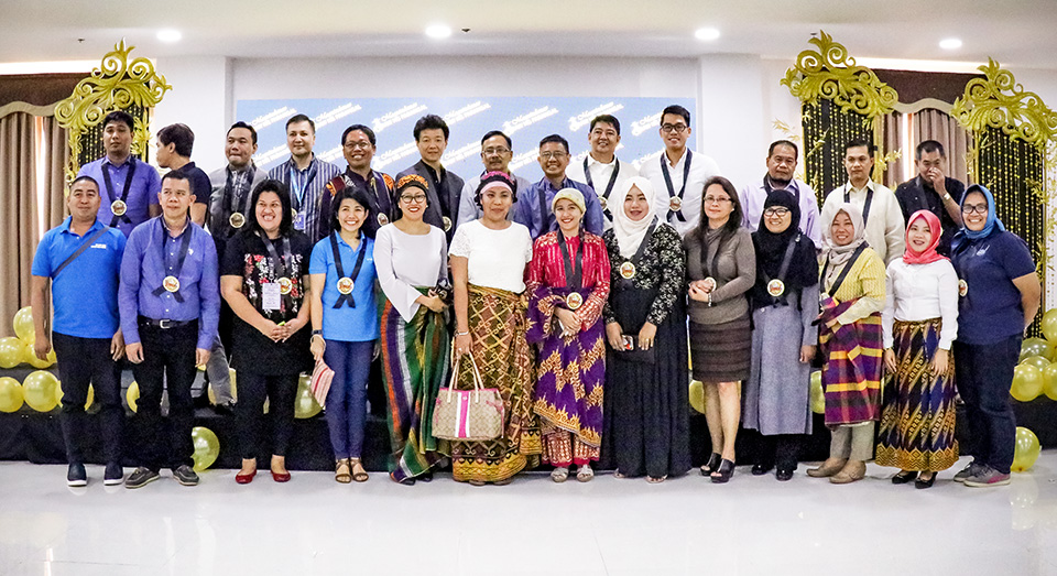 Three UN Women staff (centre-left, front and back row) joined other awardees at the Araw ng Parangal ceremony on 12 February 2019. Photo: UN Women/Marlon Viejo