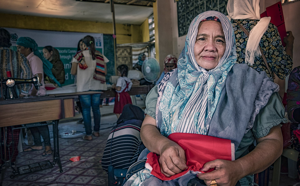 Narimbai leads by example when teaching women in her community to lead peaceful lives while supporting their families through entrepreneurship. Photo: UN Women/Joser Dumbrique
