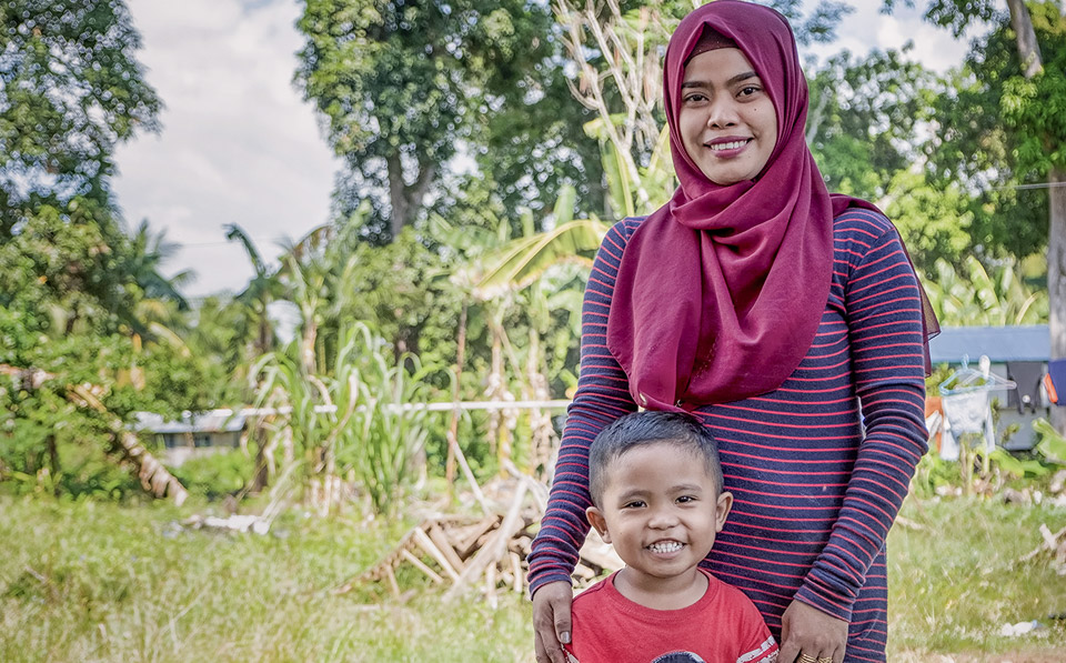 Islamia and her son in their new community. Photo: UN Women/Joser Dumbrique