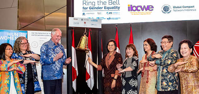 """Indonesian Finance Minister """"Rang the Bell"""" to Encourage Private Sector's Role in Advancing Gender Equality and Women's Economic Empowerment. Photo: UN Women/Oscar Siagian"""