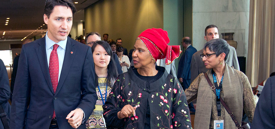 During a public conversation at UN Headquarters today, Canadian Prime Minister Justin Trudeau and UN Women Executive Director Phumzile Mlambo-Ngcuka called on global leaders to do more to ensure gender equality and promote women's empowerment.  Photo: UN Women/Ryan Brown