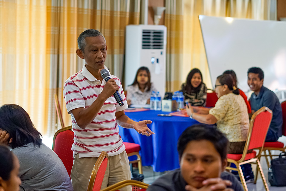 Training participants share experiences in carrying out advocacy campaigns. Photo: UN Women/Salai Hsan Myat Htoo