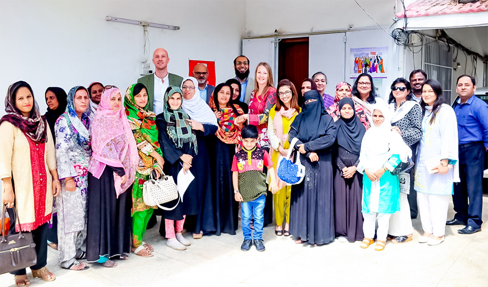 Women Home-Based Workers from Karachi pose with Norwegian delegates and UN Women staff after their meeting at HomeNet Pakistan. Photo: UN Women/Habib Asgher