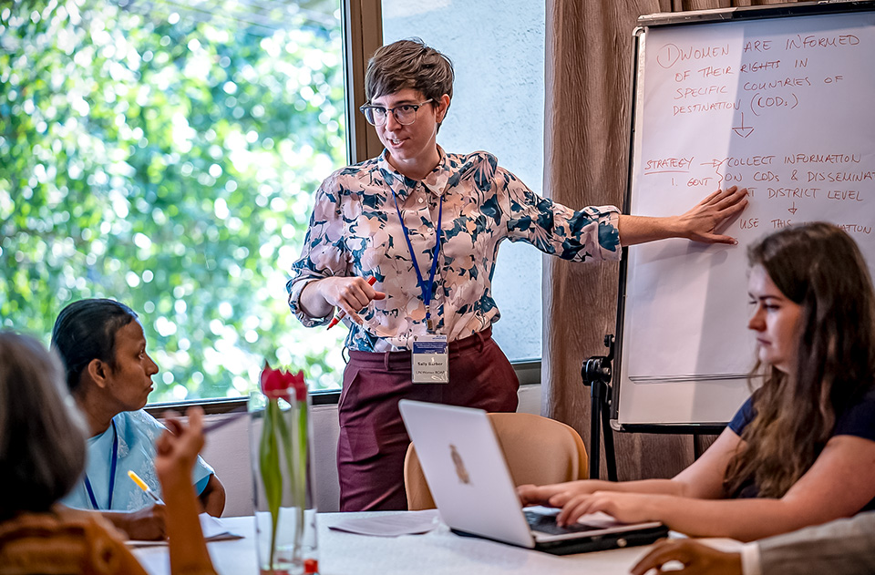 Sally Barber, of UN Women's Regional Office for Asia and the Pacific, facilitating discussions on gender-responsive labour migration governance and policies. Photo: UN Women/Pathuumporn Thongking