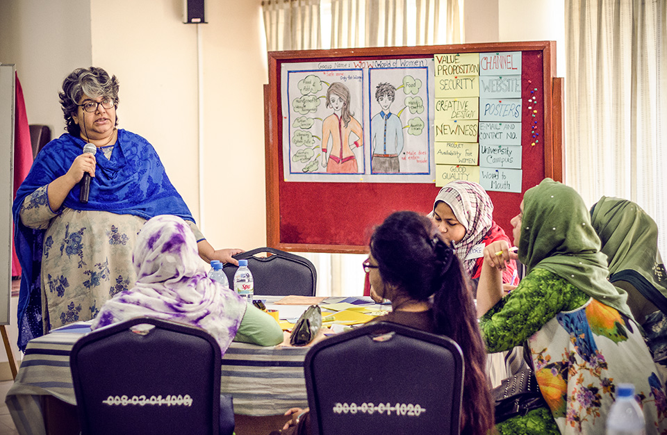 Parveen Huda, a training facilitator at BRAC University, talks about social entrepreneurship with young female university students in Mymensingh, Bangladesh in December 2018. Photo: UN Women/Tasfiq Mahmood