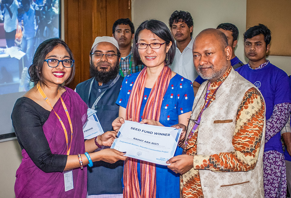 Shoko Ishikawa, UN Women Representative in Bangladesh and Prof. Nazmul Ahasan Kalimullah, Vice-chancellor of Begum Rokeya University award Rahat Ara Risti with seed fund at the Women Peace Café launch. Photo: UN Women/Fahad Kaizer