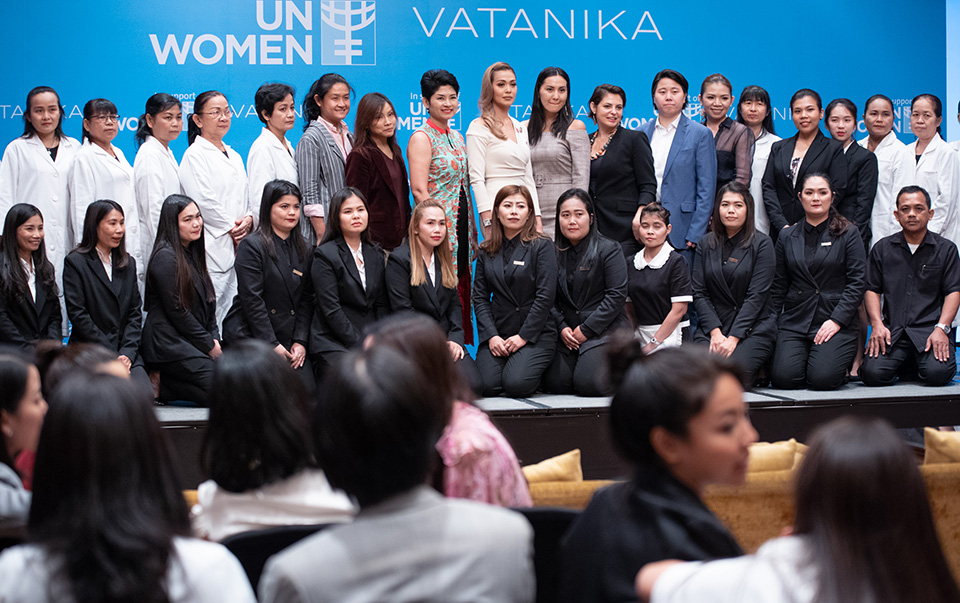 Employees of Vatanika Group at the press conference. Photo: UN Women/Pairach Homtong
