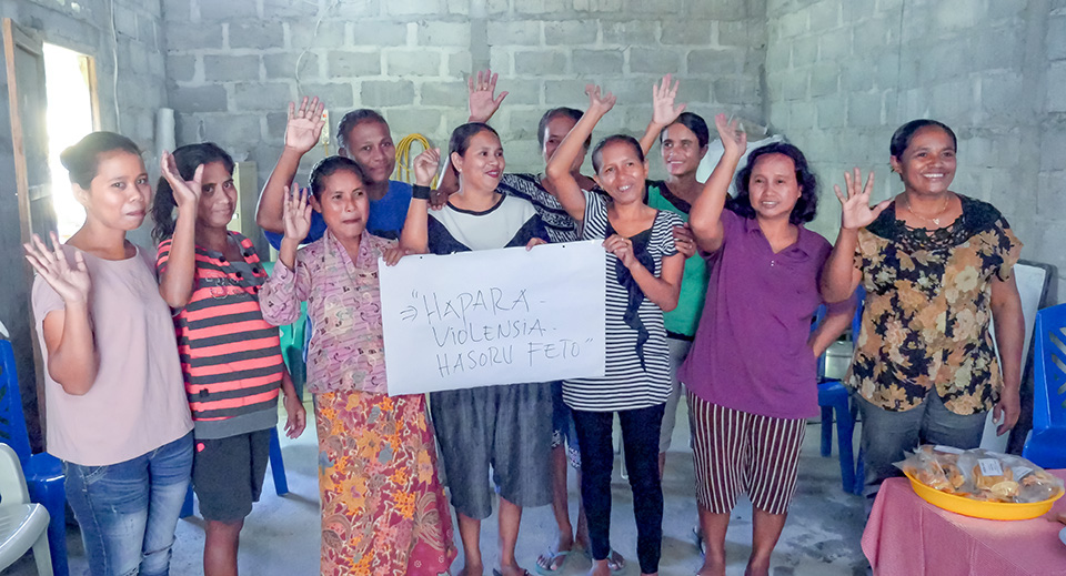 """Members of Group Sara from Oé-Cusse """"Ending Violence against Women."""" Photo: UN Women/Emily"""