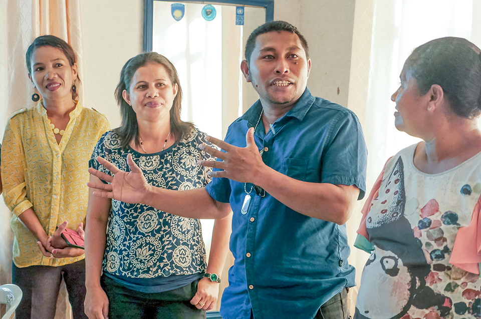 Antonio Soares Seran (Belun Municipal Coordinator in Oé-Cusse) participating in the UN Women  WPS Gender Training.  Photo: UN Women/Emily Hungerford
