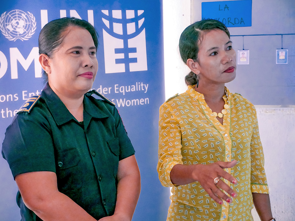Adelaide da Rosa (left) at a UN Women training on GBV and gender equality with the community of volunteers. Photo UN Women/Emily Hungerford