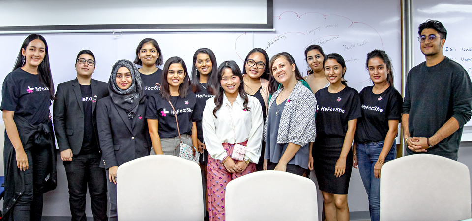 Student participants and survivor-activists during the interactive, small group brainstorming session at Webster University Thailand. Photo: UN Women/Zaid Thanoon