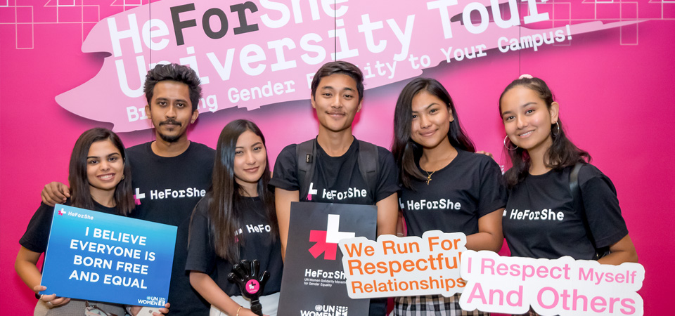Students at Webster University Thailand show their support for gender equality at the HeForShe University Tour. Photo:Webster University Thailand/Arun Prakash Sharma
