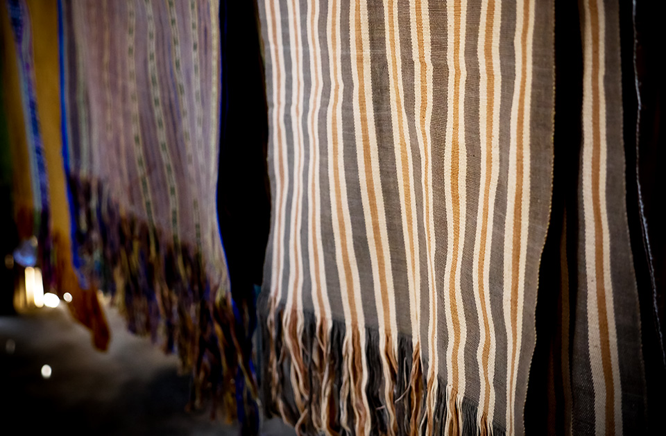 Traditional dyes and tais weaving.  Photo: UN Women/Emily Hungerford