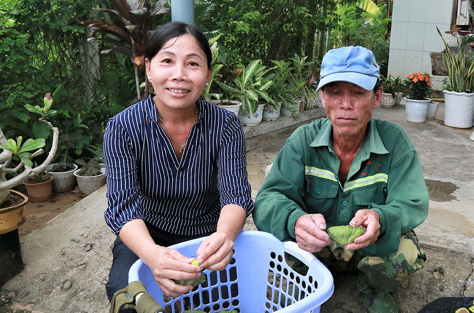 Linh and her peers have achieved financial success from the lotus field, the income from the lotus fields is six times more than rice. Photo: UN Women/Thao Hoang