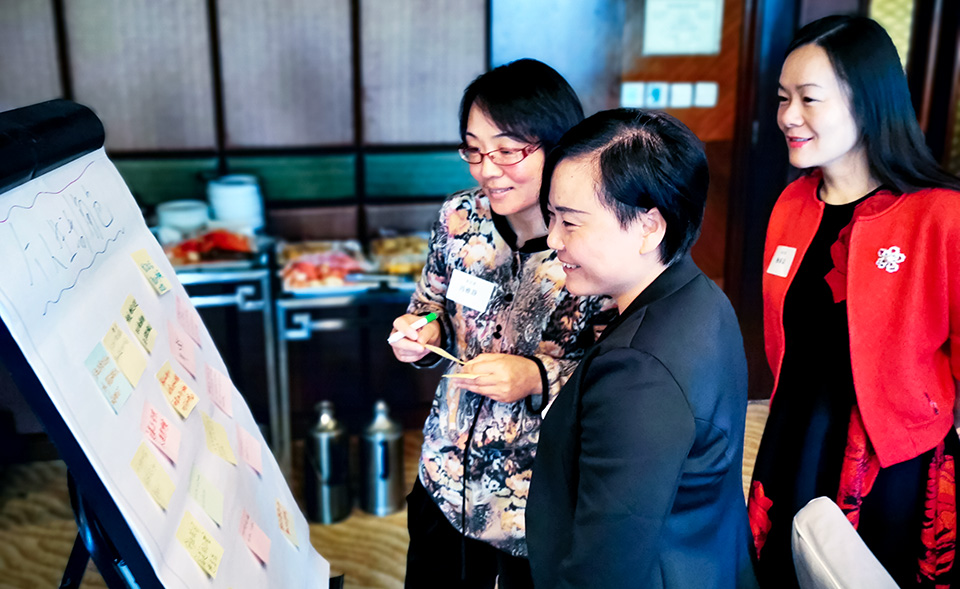 The entrepreneurs share innovative ways to build successful businesses. Photo: UN Women/Li Sheng