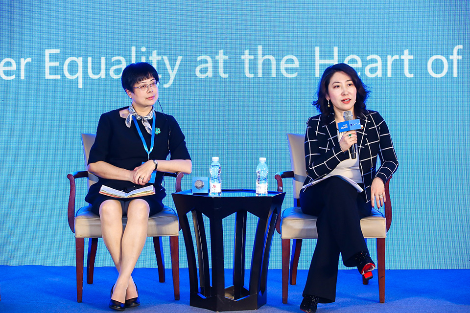 Panellists discuss gender equality and decent work. Photo: UN Women/Li Liang