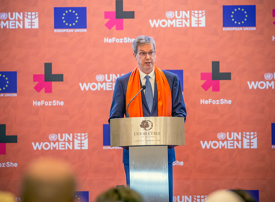 Vincent Piket, EU Ambassador to Indonesia, urged the audience to reject acts of violence against women and girls during his welcome remarks. Photo: UN Women/Oscar Siagian