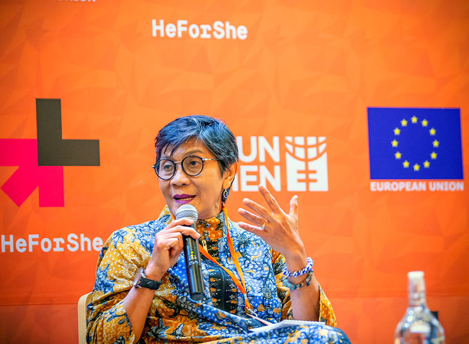 Budi Wahyuni from Indonesia's National Commission on Ending Violence against Women stressed the urgency of Draft Law on the Elimination of Sexual Violence. Photo: UN Women/Oscar Siagian