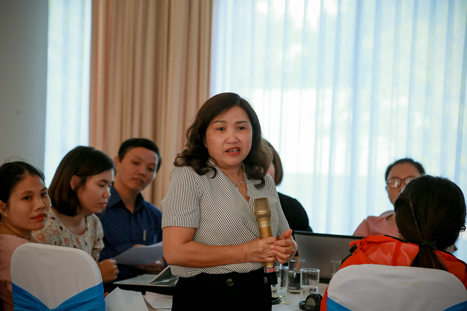 Print journalists attending the November workshop share with each other the challenges they face in reporting on natural disasters in Viet Nam. Photo: UN Women Viet Nam