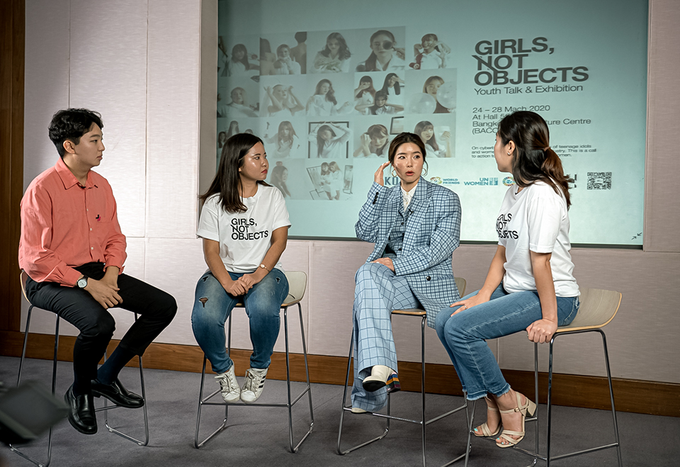 The Korean Youth Talk participants discuss the problem of objectification of female entertainers. Photo: Pathuumporn Thongking